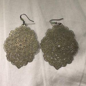 Jewelry - Gold lace earrings